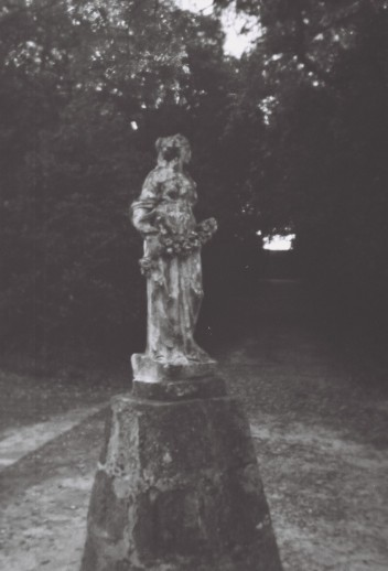 brandless mafra estátua